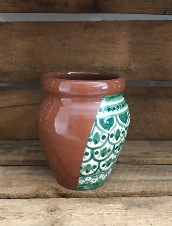 Pot en terre cuite peint à la main