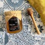 miel et sa cuillère en bois d'olivier