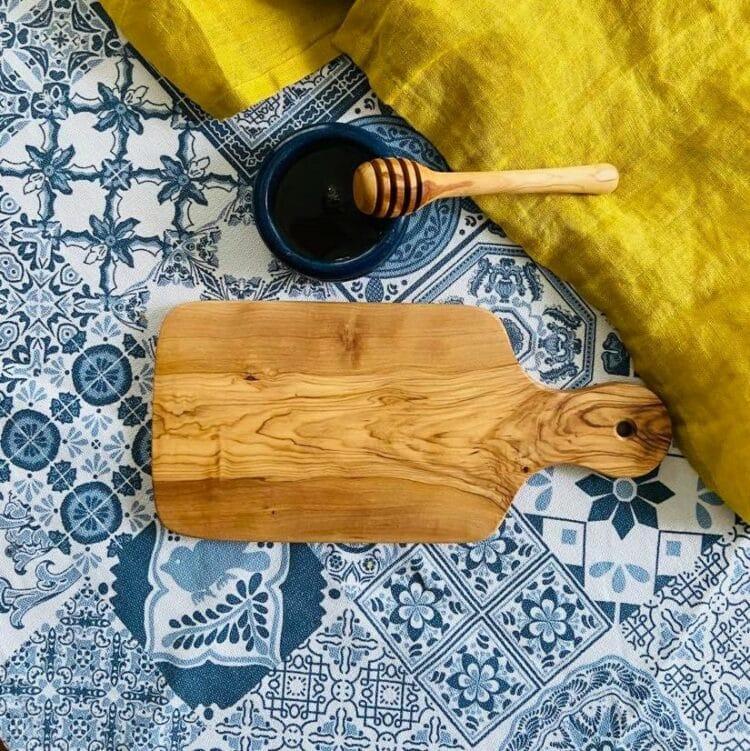 planche à découper et cuillère à miel en bois d'olivier